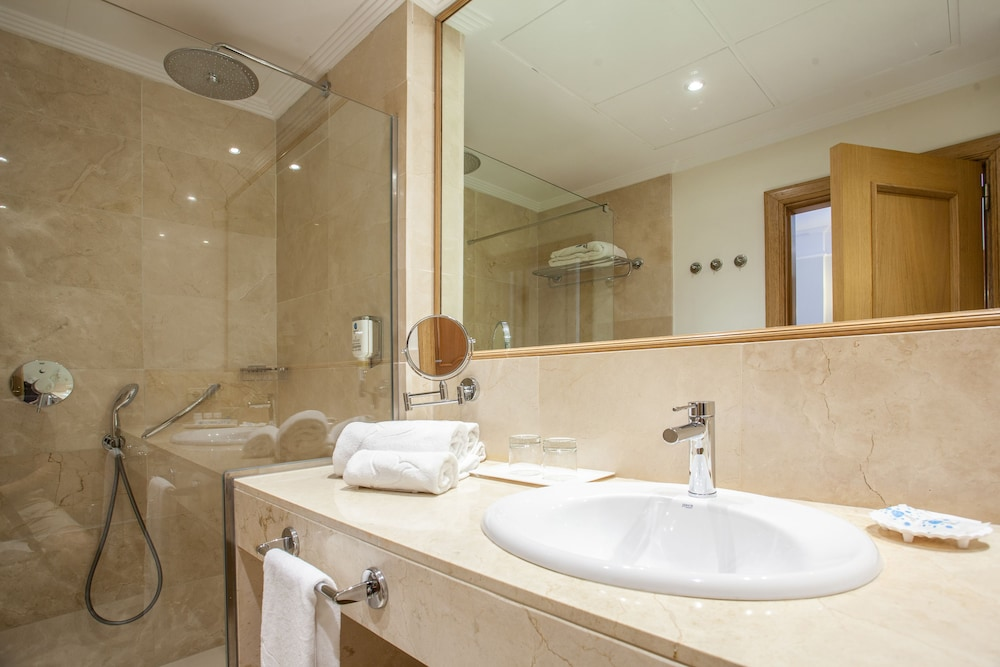 그루포텔 플라야 데 팔마 수이테스 앤드 스파(Grupotel Playa de Palma Suites & Spa) Hotel Image 20 - Bathroom