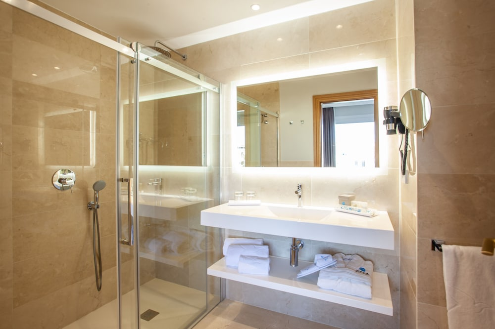 그루포텔 플라야 데 팔마 수이테스 앤드 스파(Grupotel Playa de Palma Suites & Spa) Hotel Image 19 - Bathroom