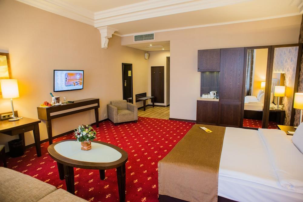 페트로 팰리스 호텔(Petro Palace Hotel) Hotel Image 11 - Guestroom