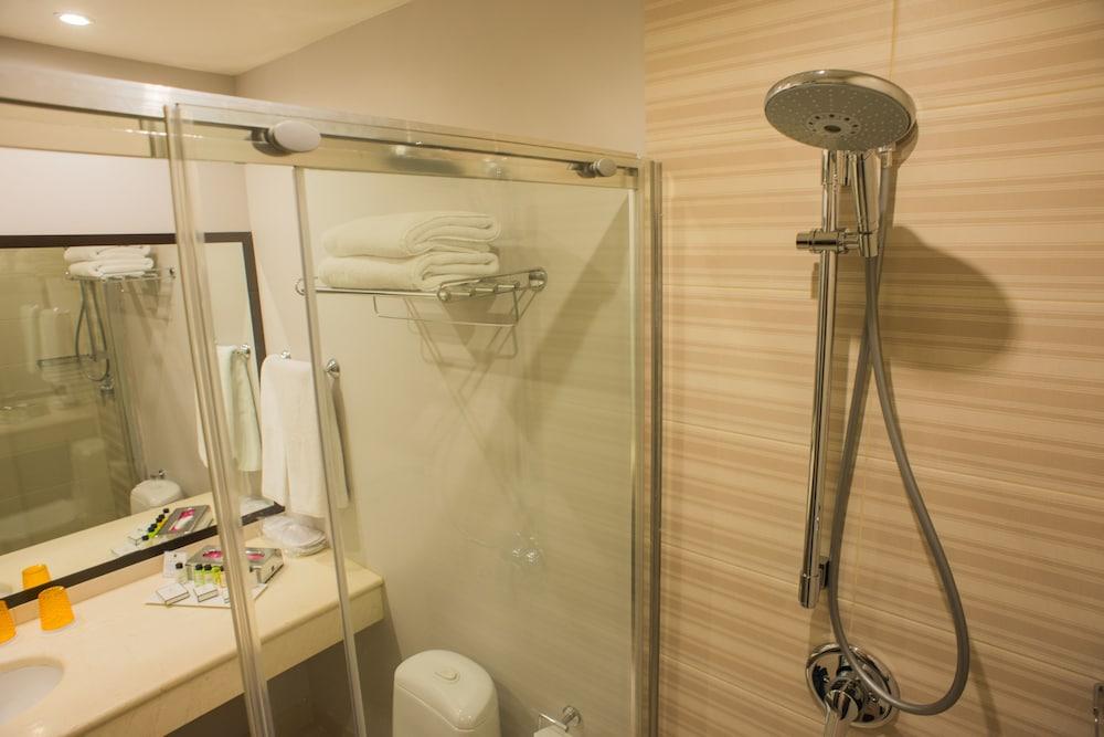 페트로 팰리스 호텔(Petro Palace Hotel) Hotel Image 22 - Bathroom