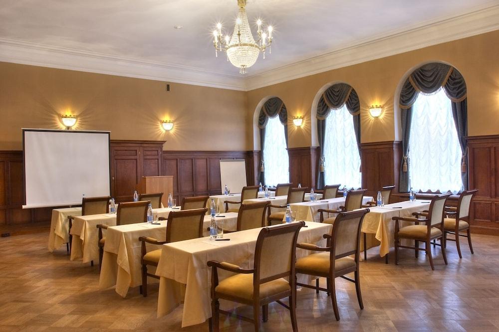 페트로 팰리스 호텔(Petro Palace Hotel) Hotel Image 45 - Meeting Facility