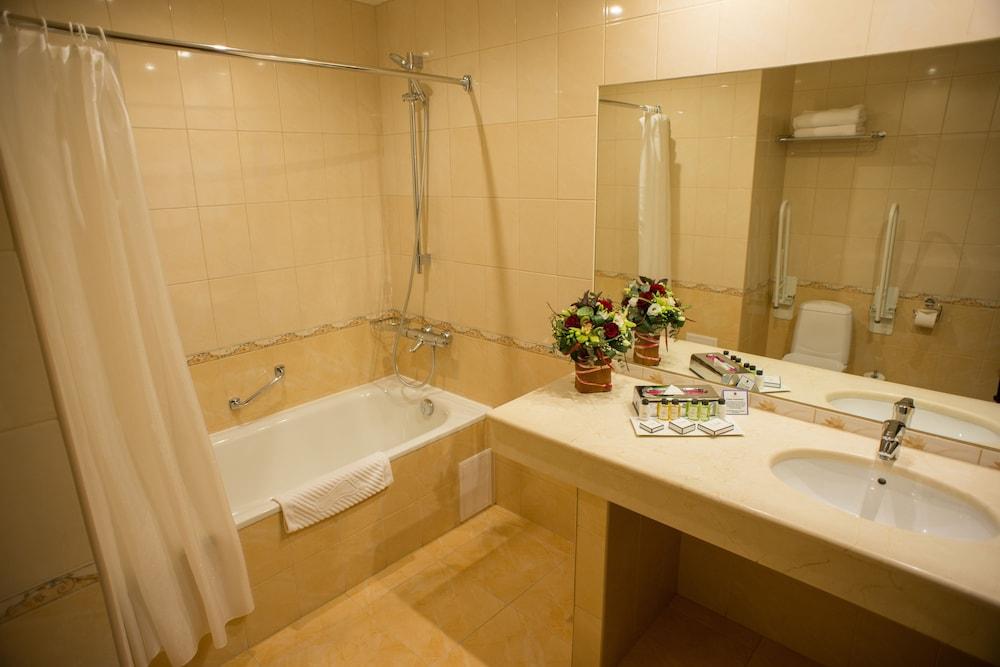페트로 팰리스 호텔(Petro Palace Hotel) Hotel Image 23 - Bathroom
