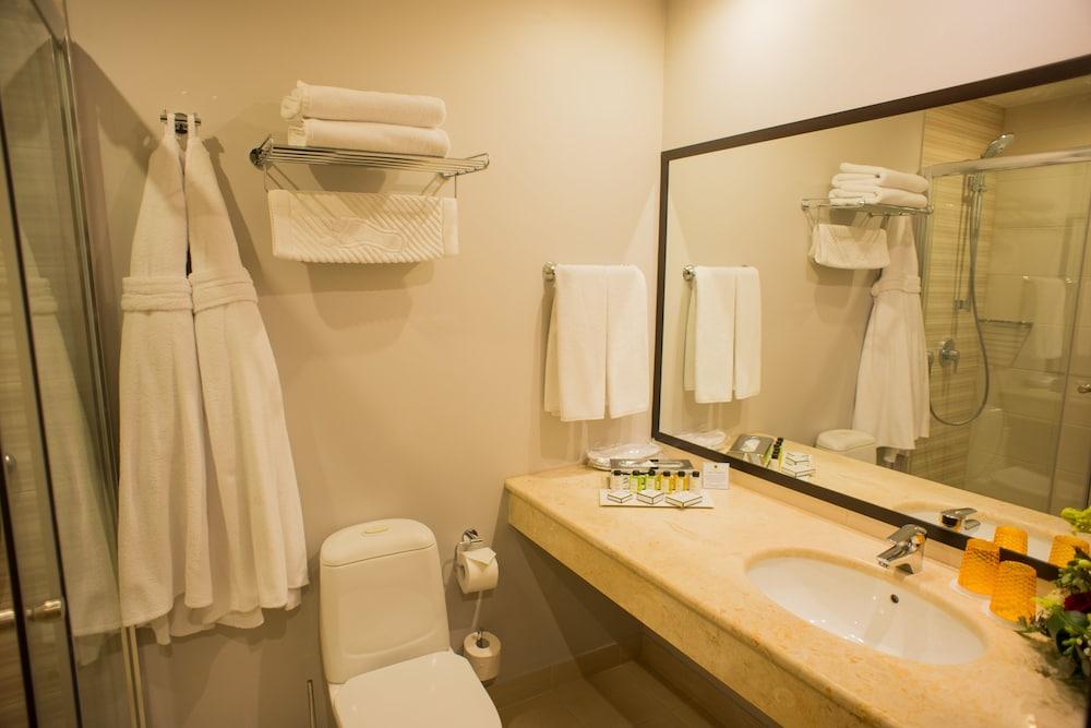 페트로 팰리스 호텔(Petro Palace Hotel) Hotel Image 48 - Bathroom