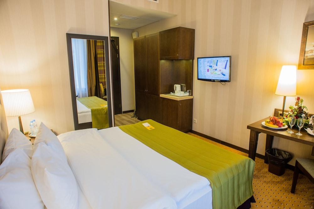 페트로 팰리스 호텔(Petro Palace Hotel) Hotel Image 19 - Guestroom View