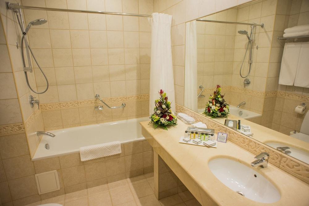 페트로 팰리스 호텔(Petro Palace Hotel) Hotel Image 28 - Bathroom