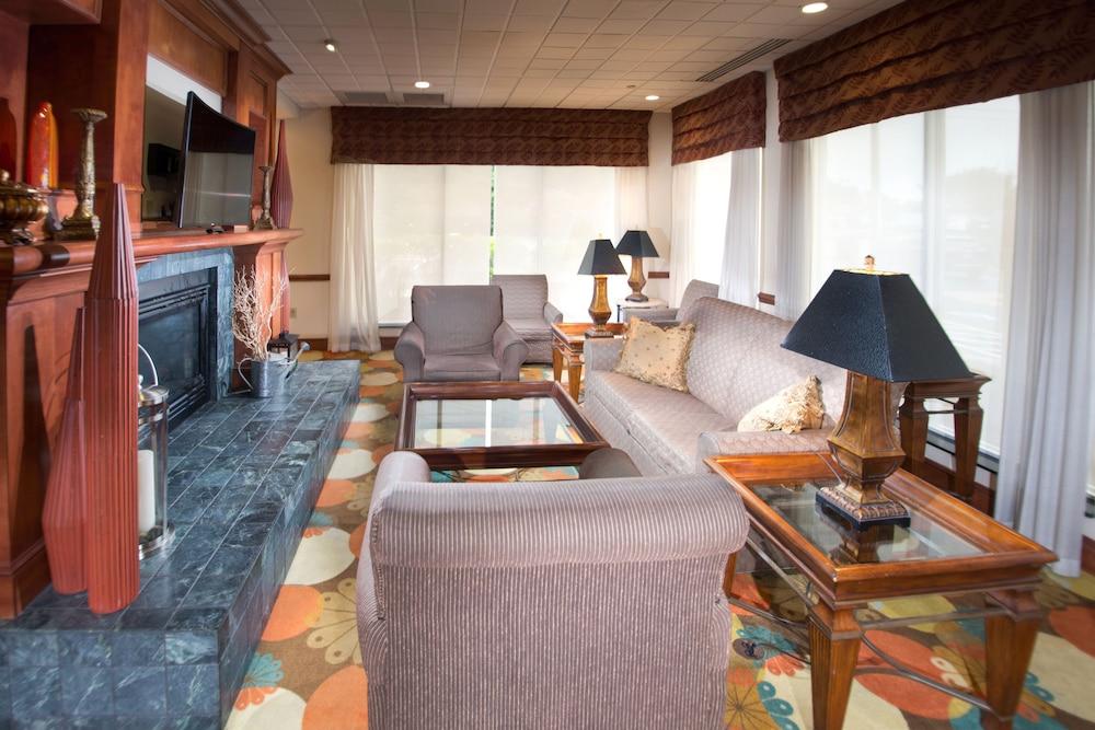 힐튼 가든 인 페이어트빌(Hilton Garden Inn Fayetteville) Hotel Image 3 - Reception