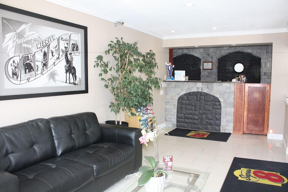 수퍼 8 바이 윈덤 메리트 브리티시컬럼비아(Super 8 by Wyndham Merritt BC) Hotel Image 2 - Lobby Sitting Area