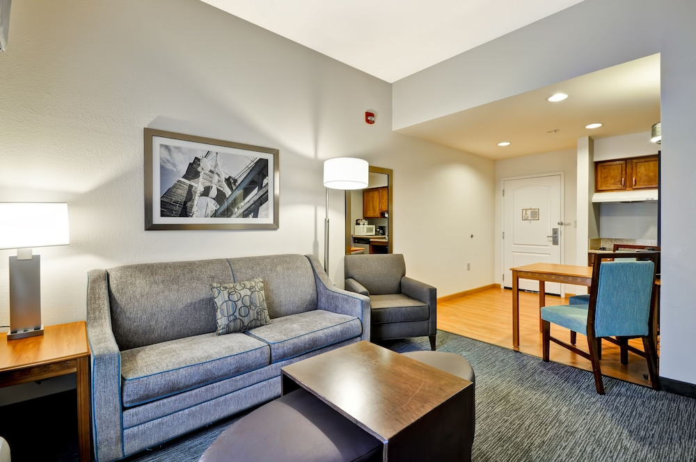 홈우드 스위트 바이 힐튼 신시내티-햄프턴, 오하이오(Homewood Suites by Hilton Cincinnati-Milford) Hotel Thumbnail Image 19 - Living Room