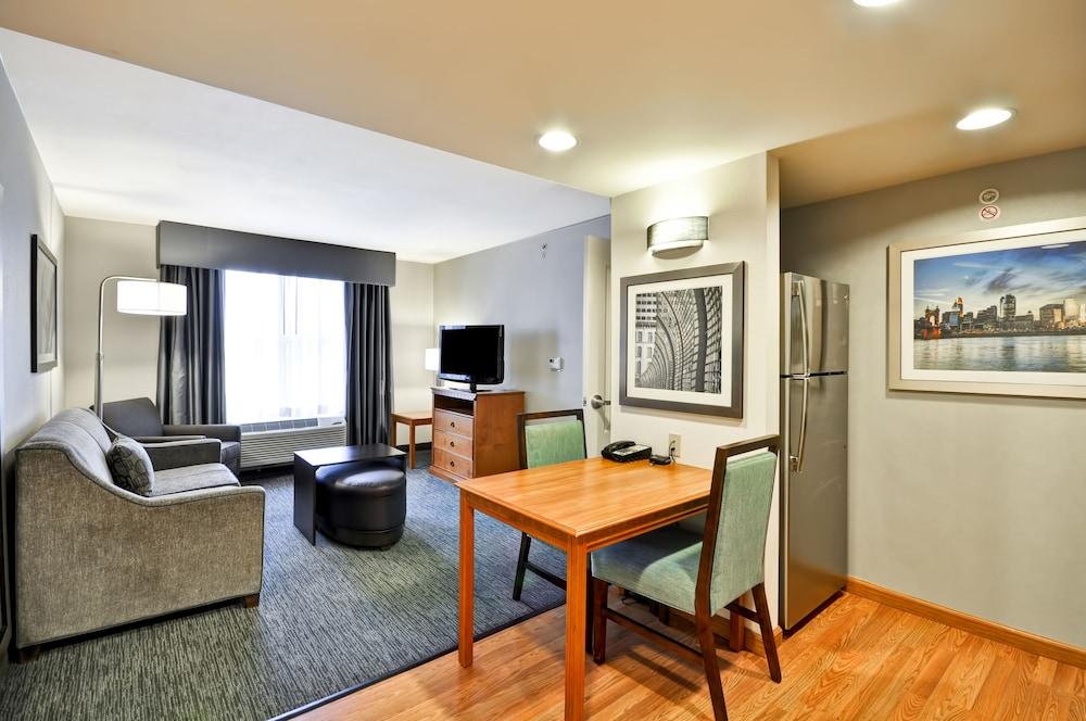 홈우드 스위트 바이 힐튼 신시내티-햄프턴, 오하이오(Homewood Suites by Hilton Cincinnati-Milford) Hotel Image 22 - Living Room