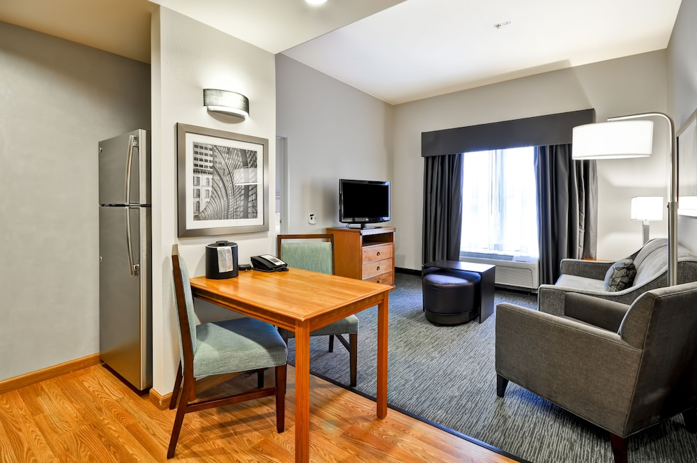 홈우드 스위트 바이 힐튼 신시내티-햄프턴, 오하이오(Homewood Suites by Hilton Cincinnati-Milford) Hotel Thumbnail Image 17 - Living Room