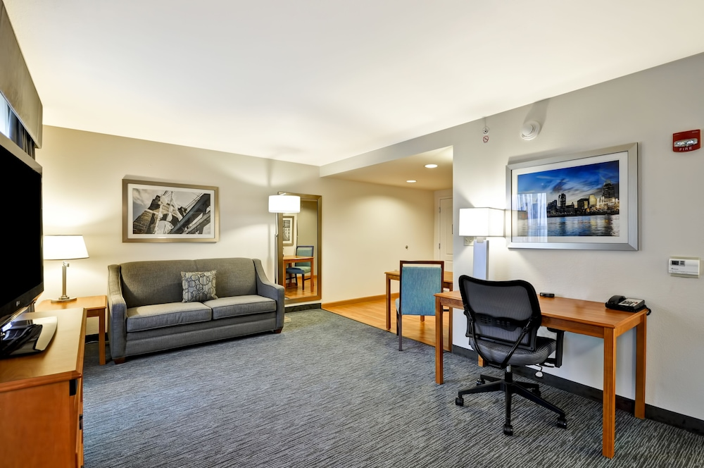 홈우드 스위트 바이 힐튼 신시내티-햄프턴, 오하이오(Homewood Suites by Hilton Cincinnati-Milford) Hotel Thumbnail Image 18 - Living Room