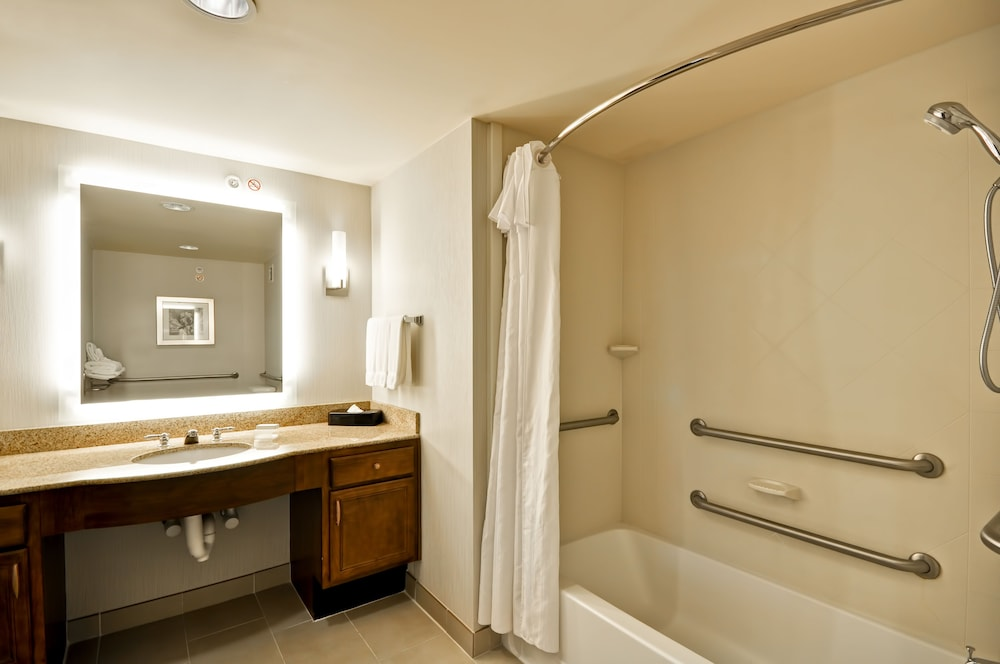 홈우드 스위트 바이 힐튼 신시내티-햄프턴, 오하이오(Homewood Suites by Hilton Cincinnati-Milford) Hotel Thumbnail Image 21 - Bathroom
