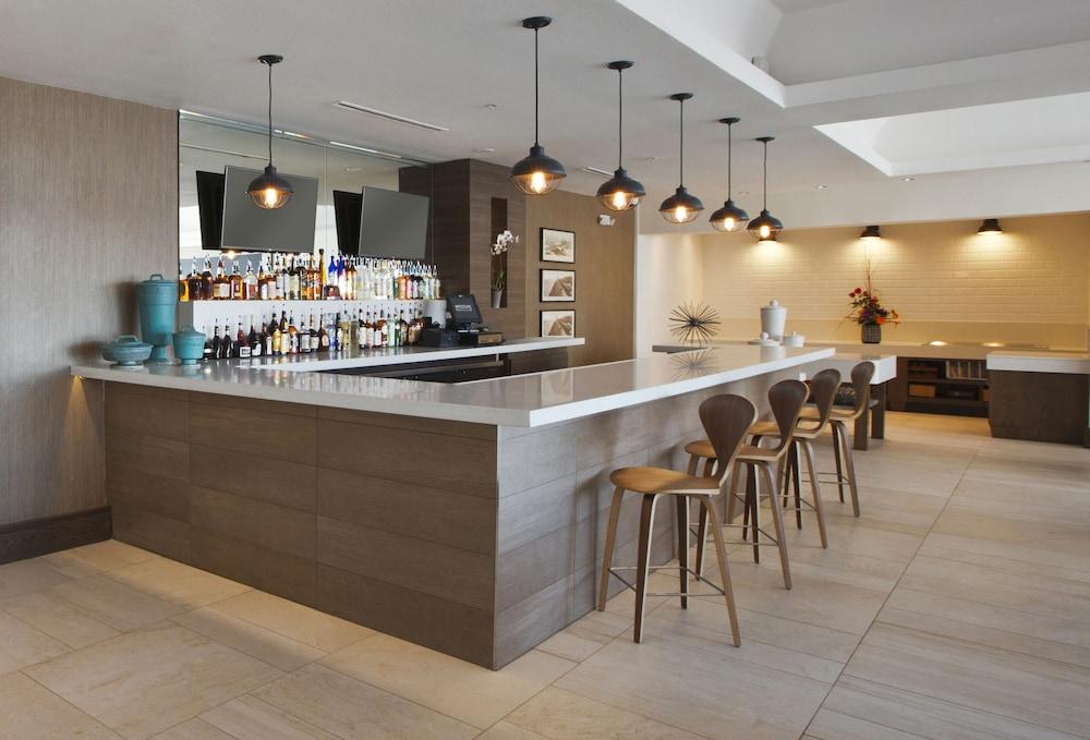 더블트리 바이 힐튼 호텔 갤버스턴 비치(DoubleTree by Hilton Hotel Galveston Beach) Hotel Image 55 - Hotel Bar