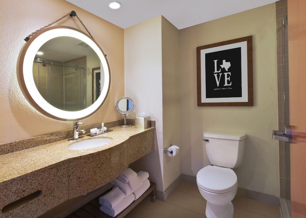 더블트리 바이 힐튼 호텔 갤버스턴 비치(DoubleTree by Hilton Hotel Galveston Beach) Hotel Image 23 - Bathroom
