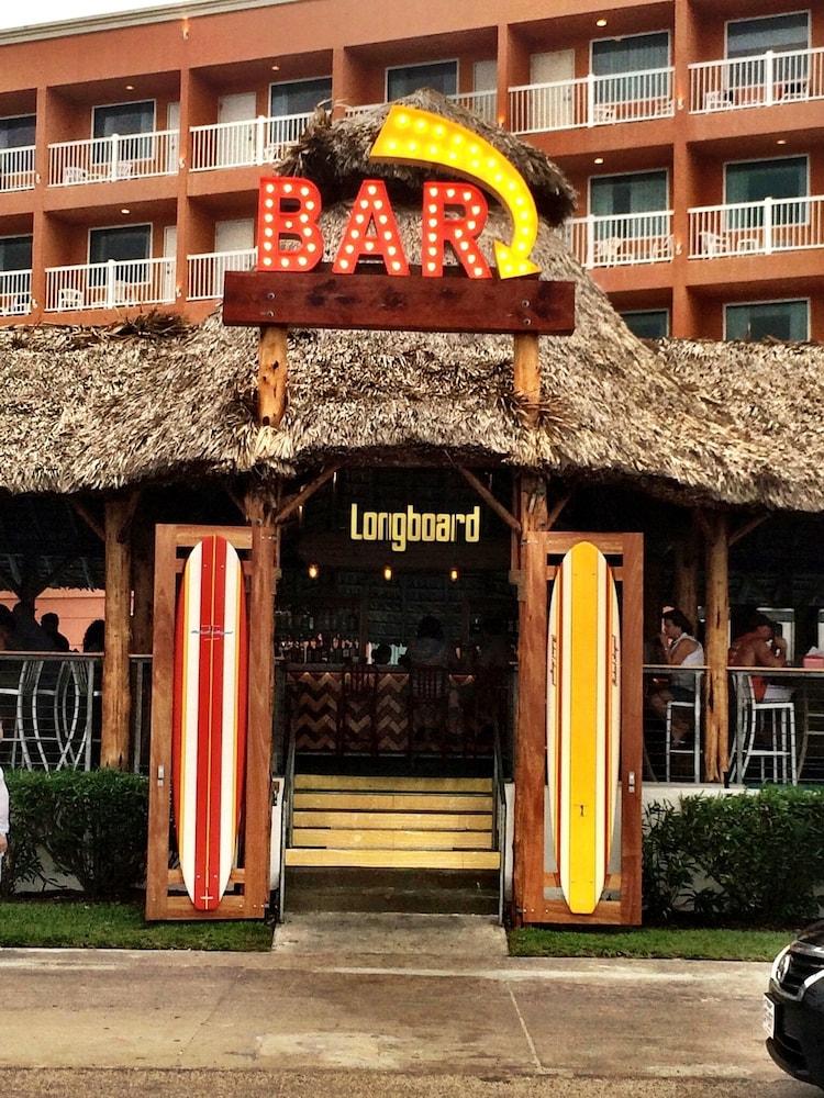 더블트리 바이 힐튼 호텔 갤버스턴 비치(DoubleTree by Hilton Hotel Galveston Beach) Hotel Image 66 - Hotel Entrance