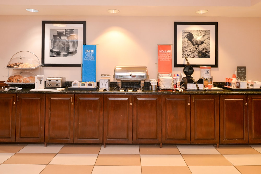 햄프턴 인 & 스위트 레이디 레이크/더 빌리지스(Hampton Inn & Suites Lady Lake / The Villages) Hotel Image 20 - Breakfast Area
