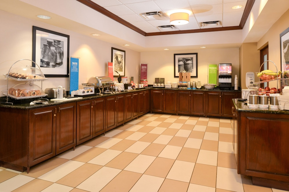 햄프턴 인 & 스위트 레이디 레이크/더 빌리지스(Hampton Inn & Suites Lady Lake / The Villages) Hotel Thumbnail Image 21 - Breakfast Area