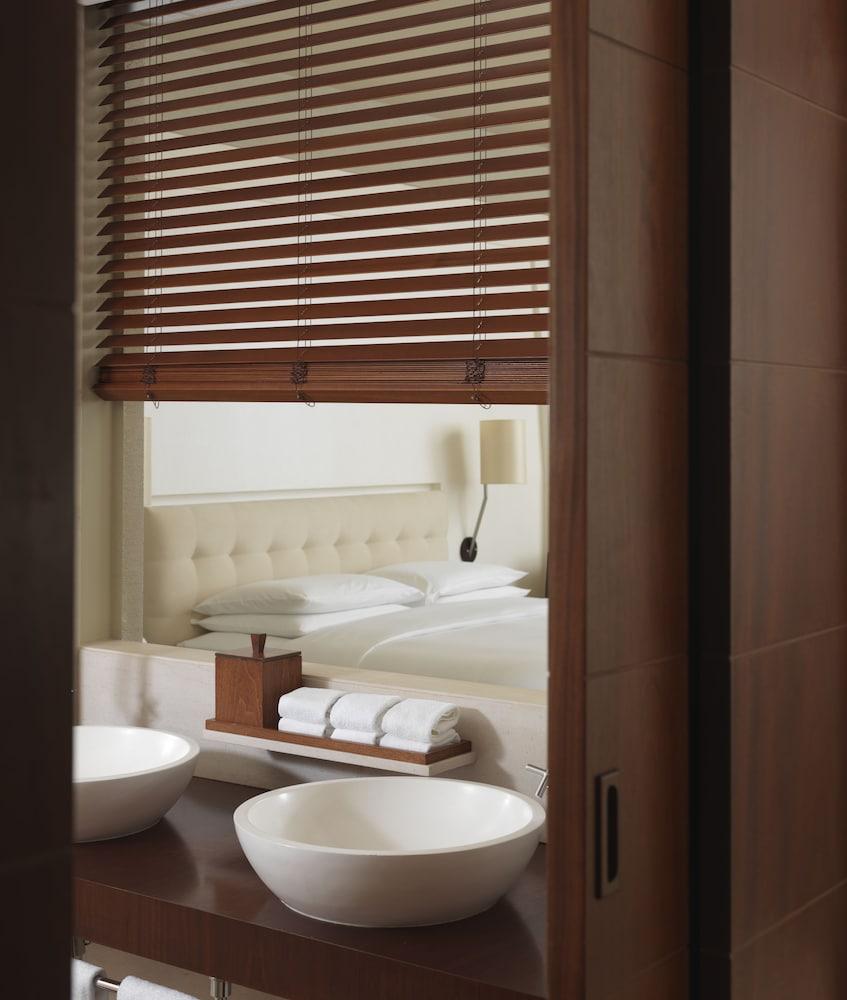 파크 하얏트 두바이(Park Hyatt Dubai) Hotel Image 18 - Bathroom