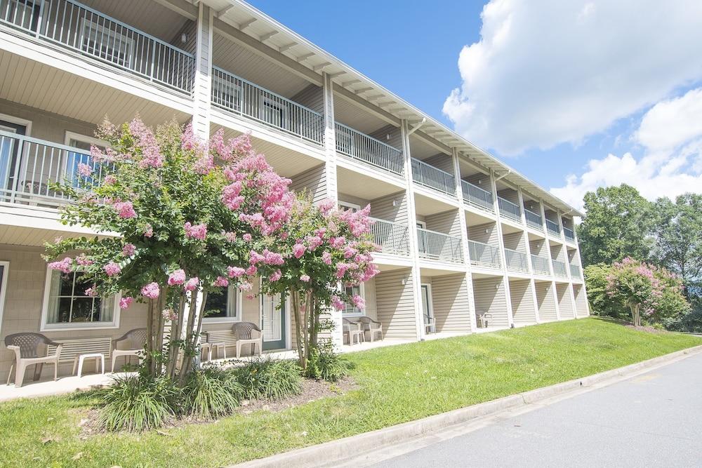 라마다 히아와시(Lake Chatuge Lodge) Hotel Image 35 - Hotel Front