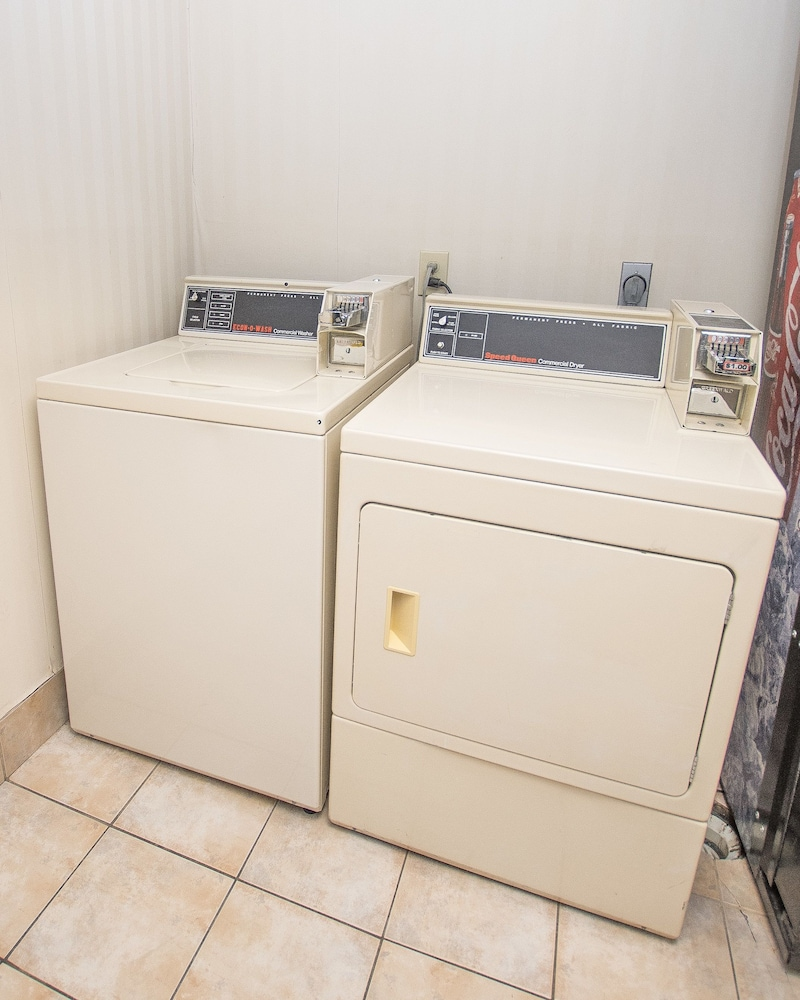 라마다 히아와시(Lake Chatuge Lodge) Hotel Image 26 - Laundry Room