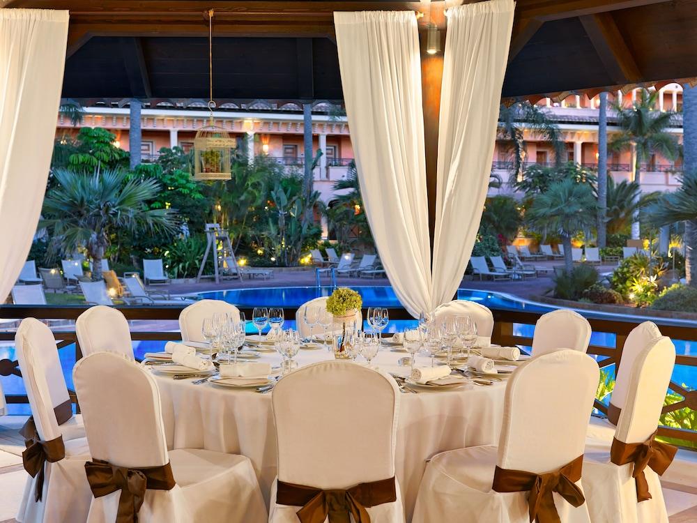 그란 호텔 아틀란티스 바이아 레알 G.L.(Gran Hotel Atlantis Bahia Real G.L.) Hotel Image 105 - Outdoor Banquet Area