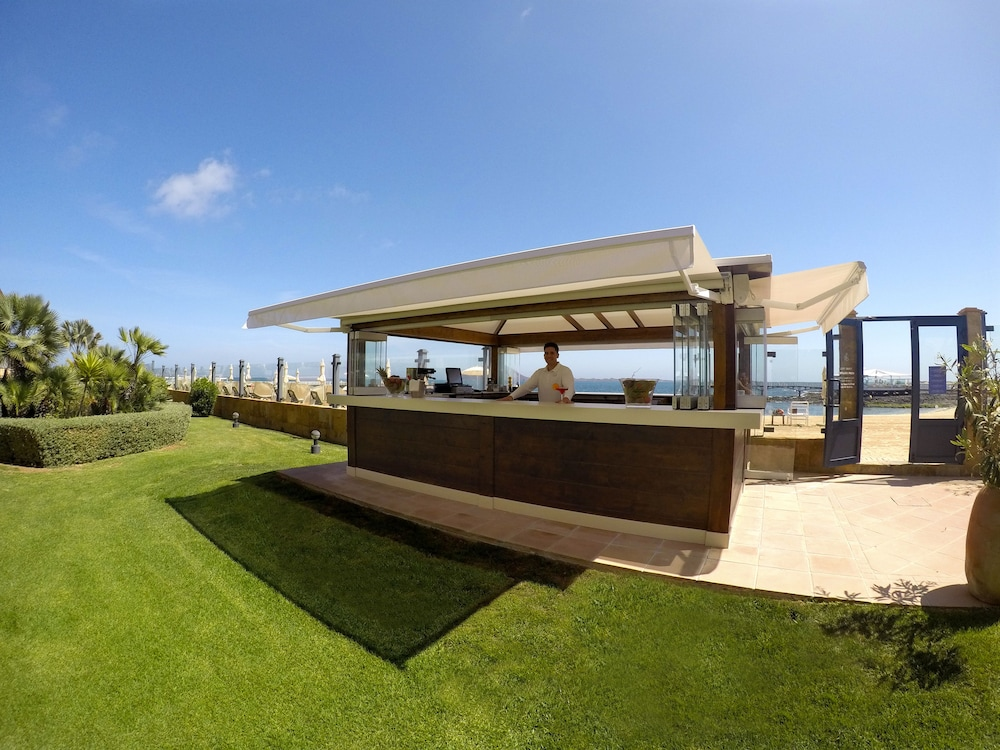 그란 호텔 아틀란티스 바이아 레알 G.L.(Gran Hotel Atlantis Bahia Real G.L.) Hotel Image 54 - Hotel Bar