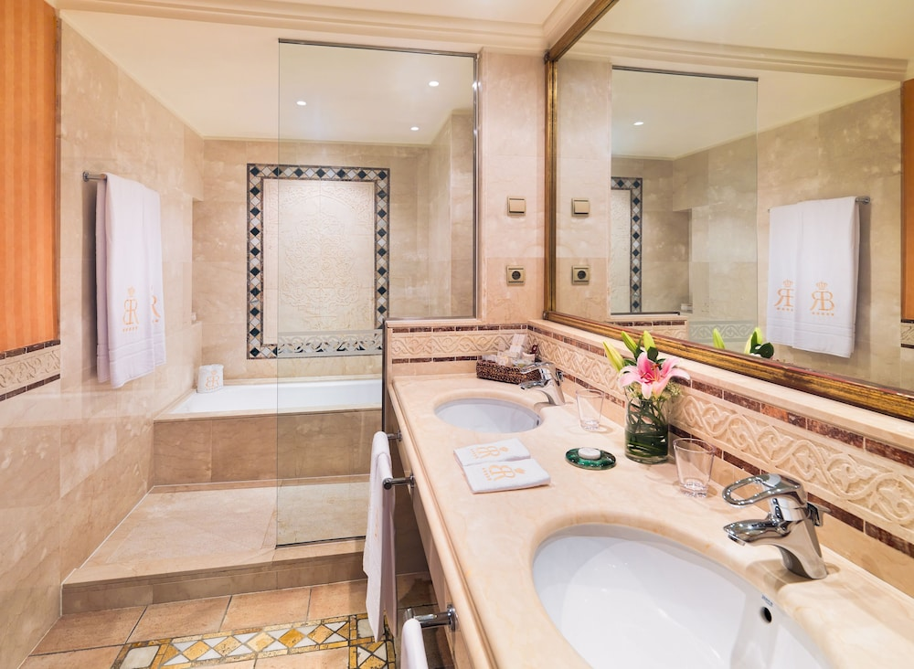 그란 호텔 아틀란티스 바이아 레알 G.L.(Gran Hotel Atlantis Bahia Real G.L.) Hotel Image 29 - Bathroom