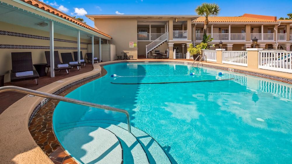 베스트 웨스턴 베이프론트(Best Western Bayfront) Hotel Image 9 - Outdoor Pool