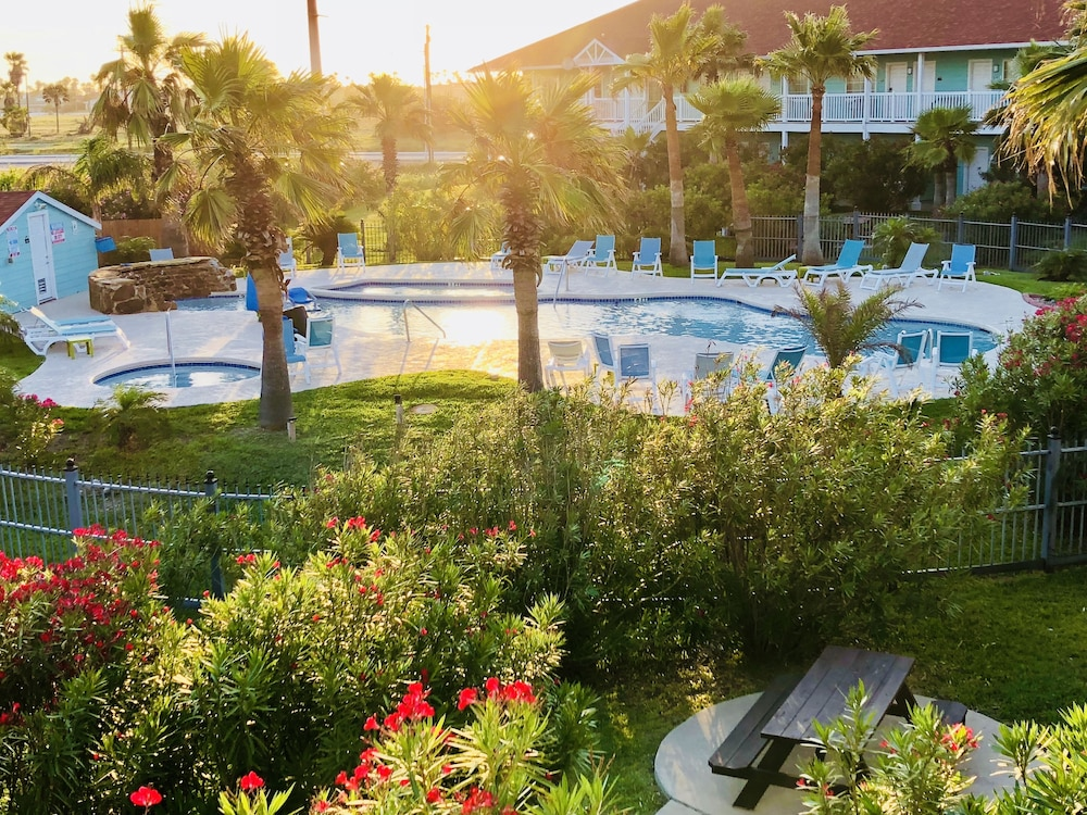 데이즈 인 바이 윈덤 포트 애런사스 텍사스(Days Inn by Wyndham Port Aransas TX) Hotel Image 3 - Pool