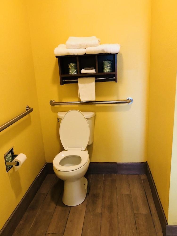 데이스 인 포트 아란사스(Days Inn Port Aransas) Hotel Image 22 - Bathroom