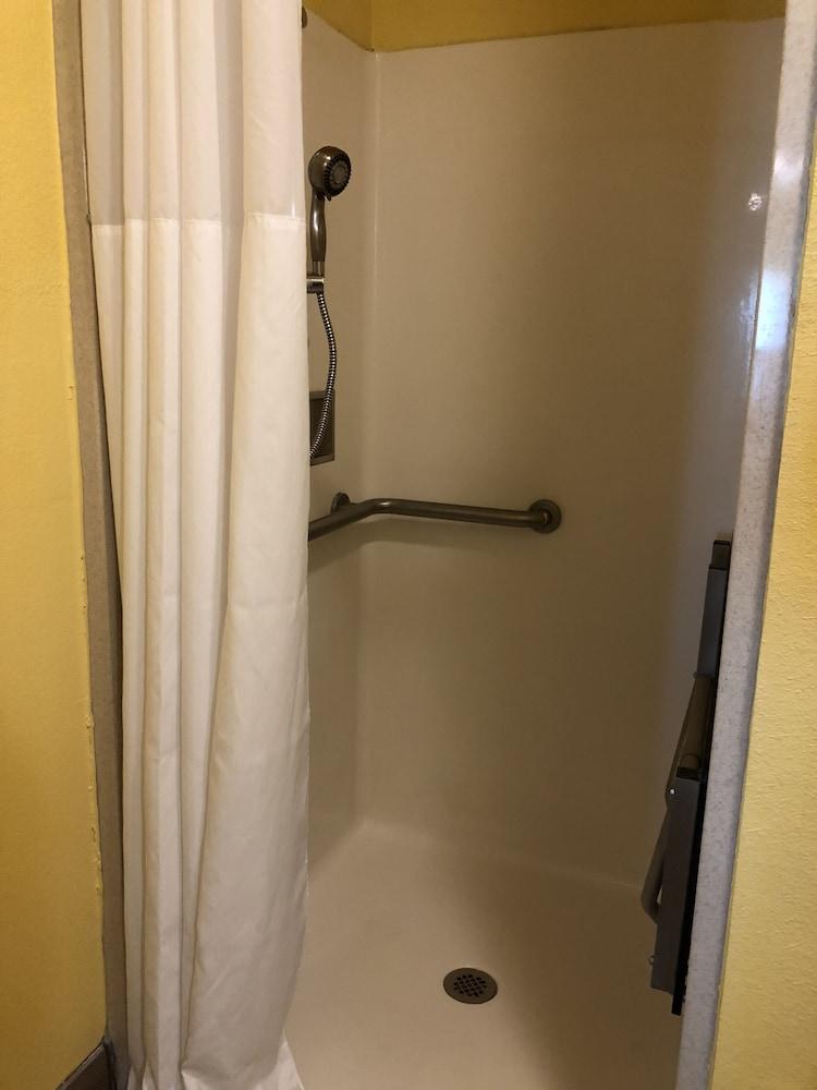 데이스 인 포트 아란사스(Days Inn Port Aransas) Hotel Image 25 - Bathroom