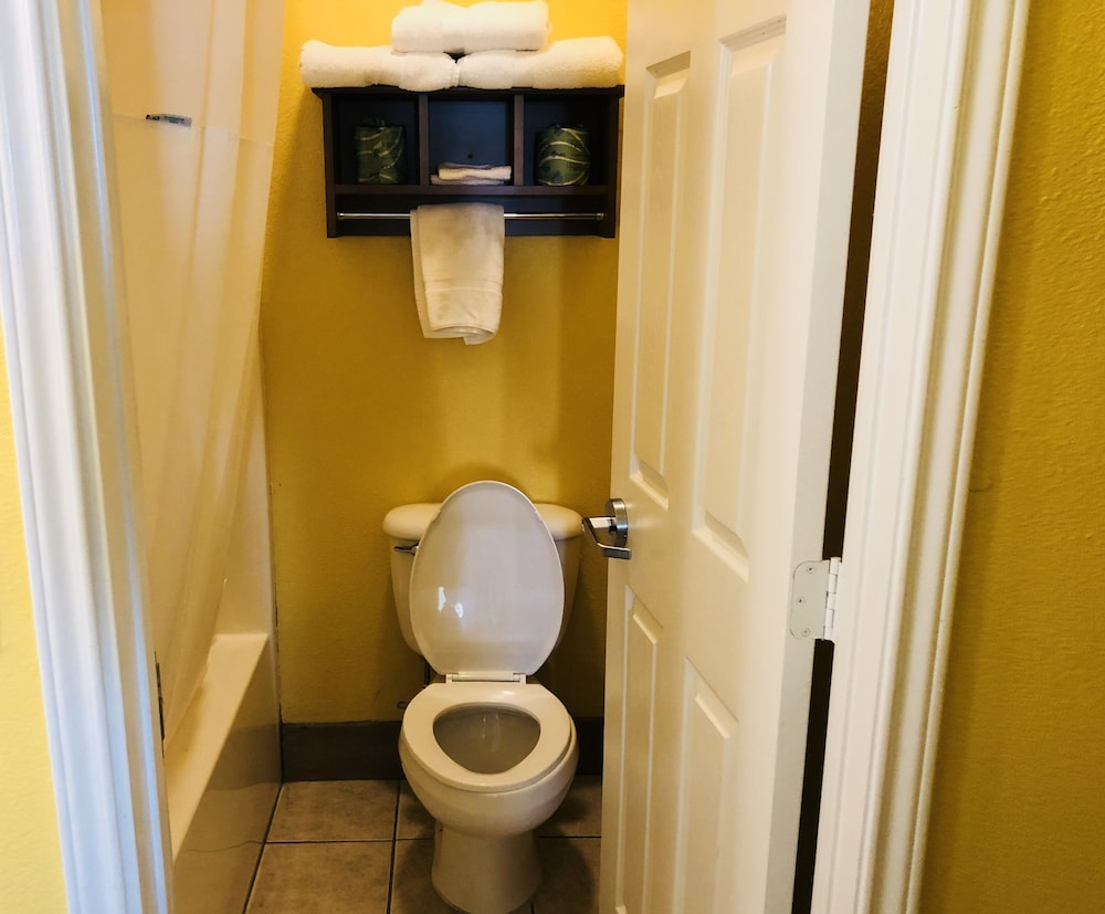 데이스 인 포트 아란사스(Days Inn Port Aransas) Hotel Image 24 - Bathroom