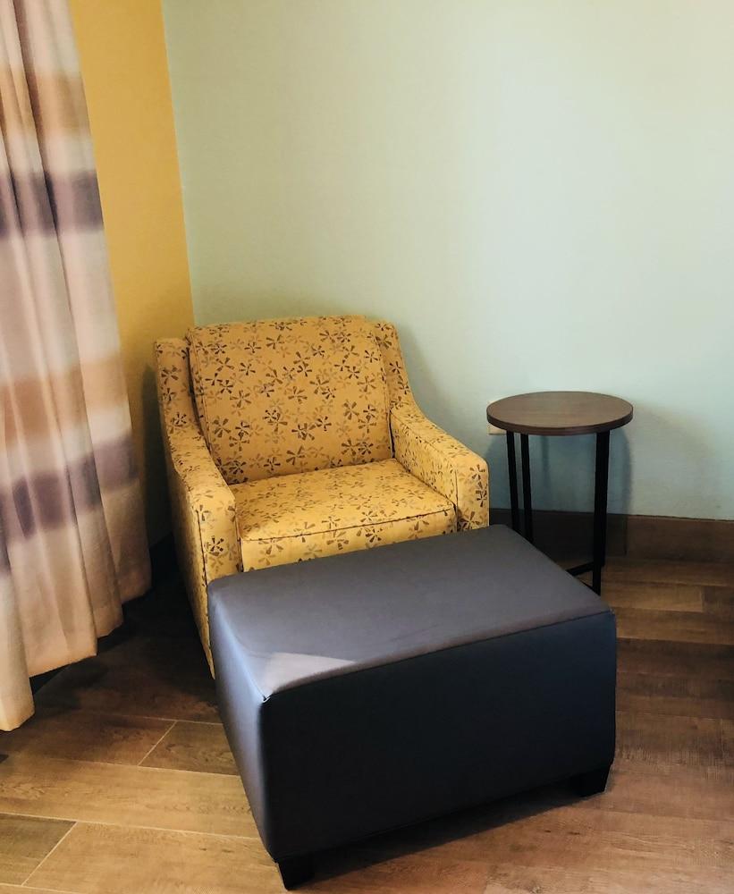 데이스 인 포트 아란사스(Days Inn Port Aransas) Hotel Image 5 - Living Area