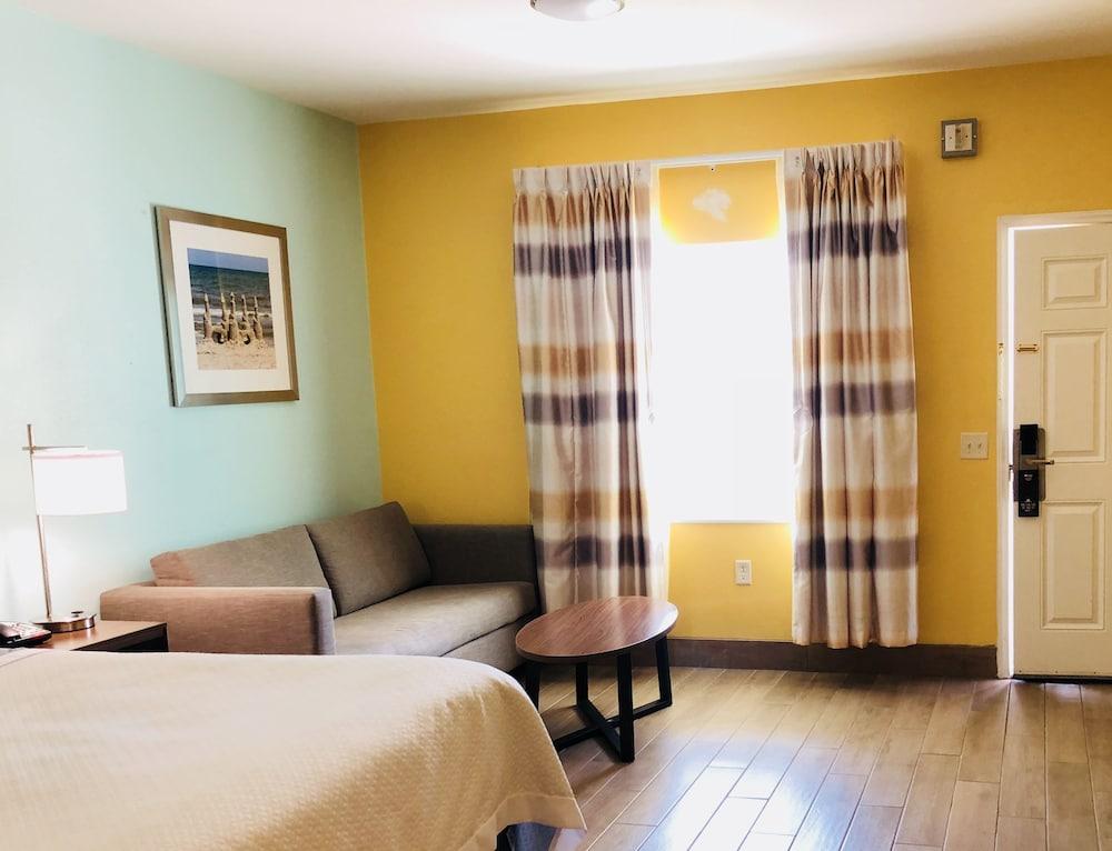 데이스 인 포트 아란사스(Days Inn Port Aransas) Hotel Image 6 - Living Area
