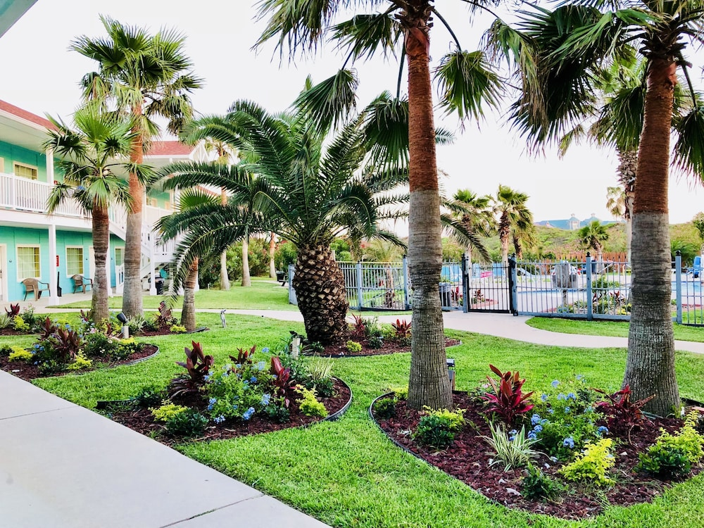 데이즈 인 바이 윈덤 포트 애런사스 텍사스(Days Inn by Wyndham Port Aransas TX) Hotel Image 19 - Garden