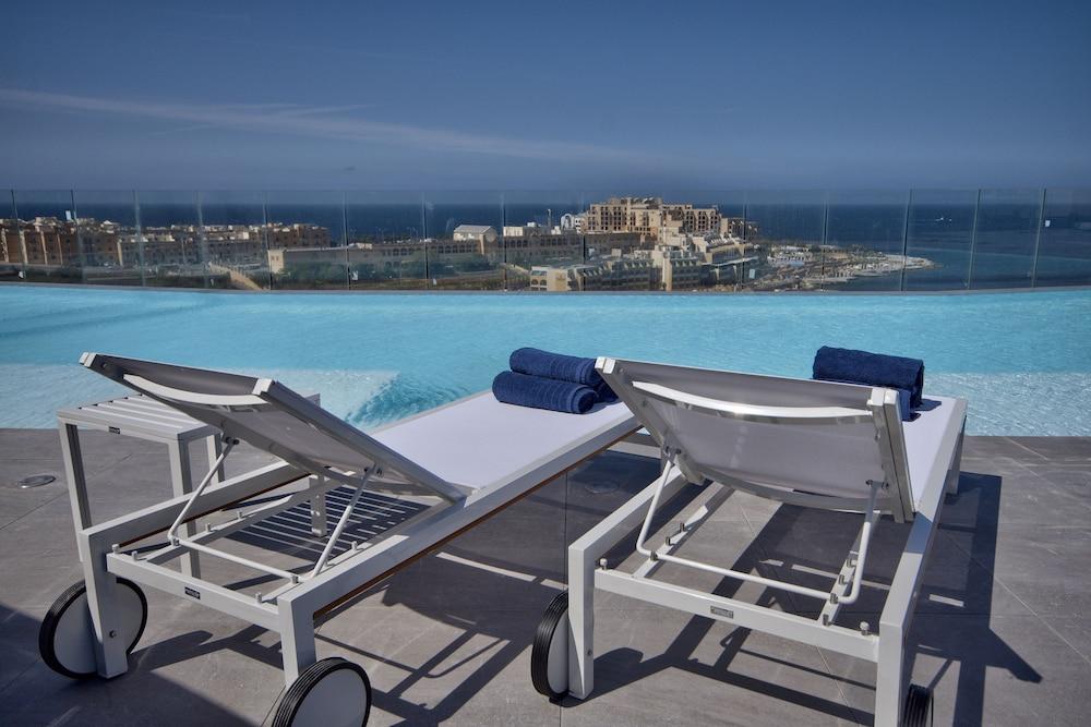 비.호텔(be.HOTEL) Hotel Image 59 - Rooftop Pool