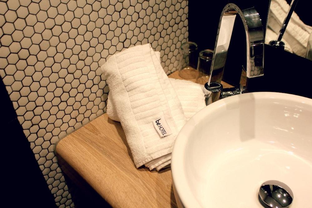 비.호텔(be.HOTEL) Hotel Image 56 - Bathroom Sink