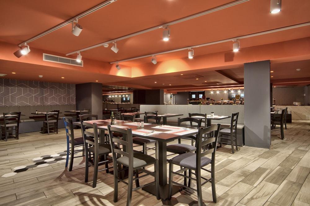비.호텔(be.HOTEL) Hotel Image 76 - Restaurant