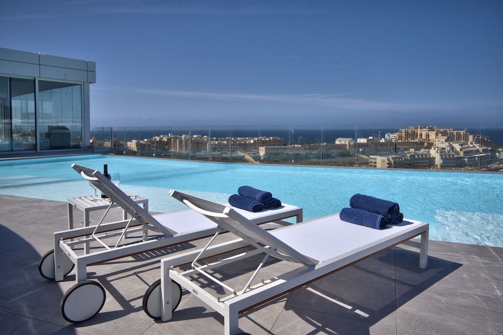 비.호텔(be.HOTEL) Hotel Image 60 - Rooftop Pool