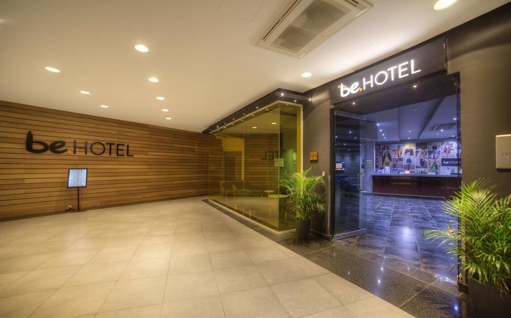 https://i.travelapi.com/hotels/2000000/1280000/1275700/1275646/8c3fac76_z.jpg