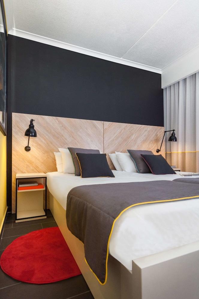 https://i.travelapi.com/hotels/2000000/1280000/1275700/1275646/b3aa1f4b_z.jpg