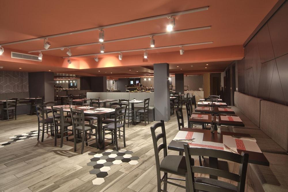 비.호텔(be.HOTEL) Hotel Image 81 - Restaurant