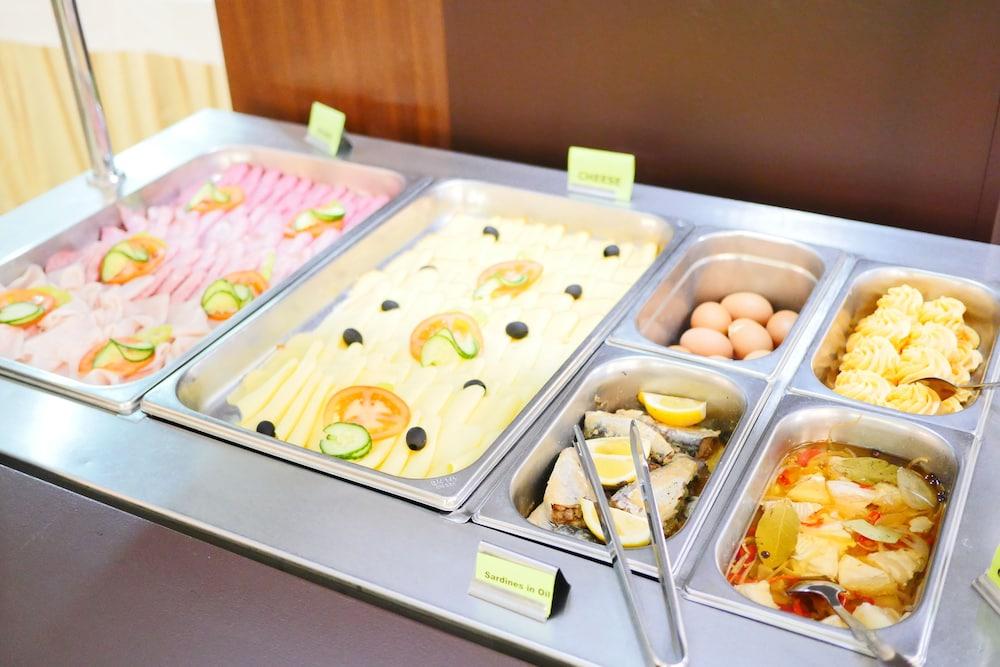 호텔 바론카(Hotel Baronka) Hotel Image 41 - Breakfast Meal
