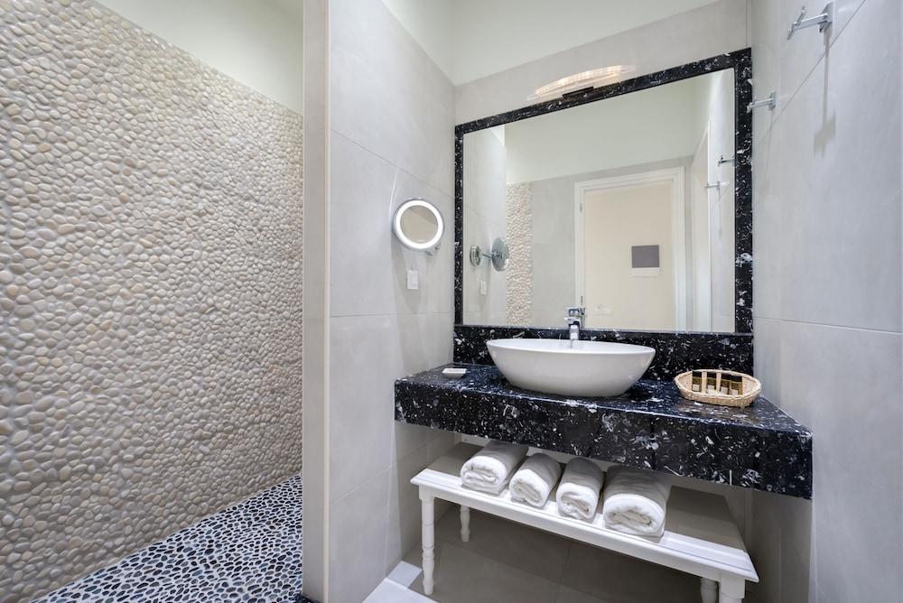 호텔 제피로스(Hotel Zephyros) Hotel Image 45 - Bathroom