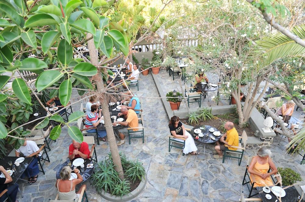 호텔 제피로스(Hotel Zephyros) Hotel Image 80 - Outdoor Dining