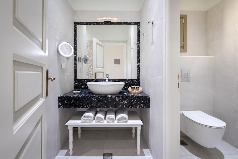 호텔 제피로스(Hotel Zephyros) Hotel Image 48 - Bathroom