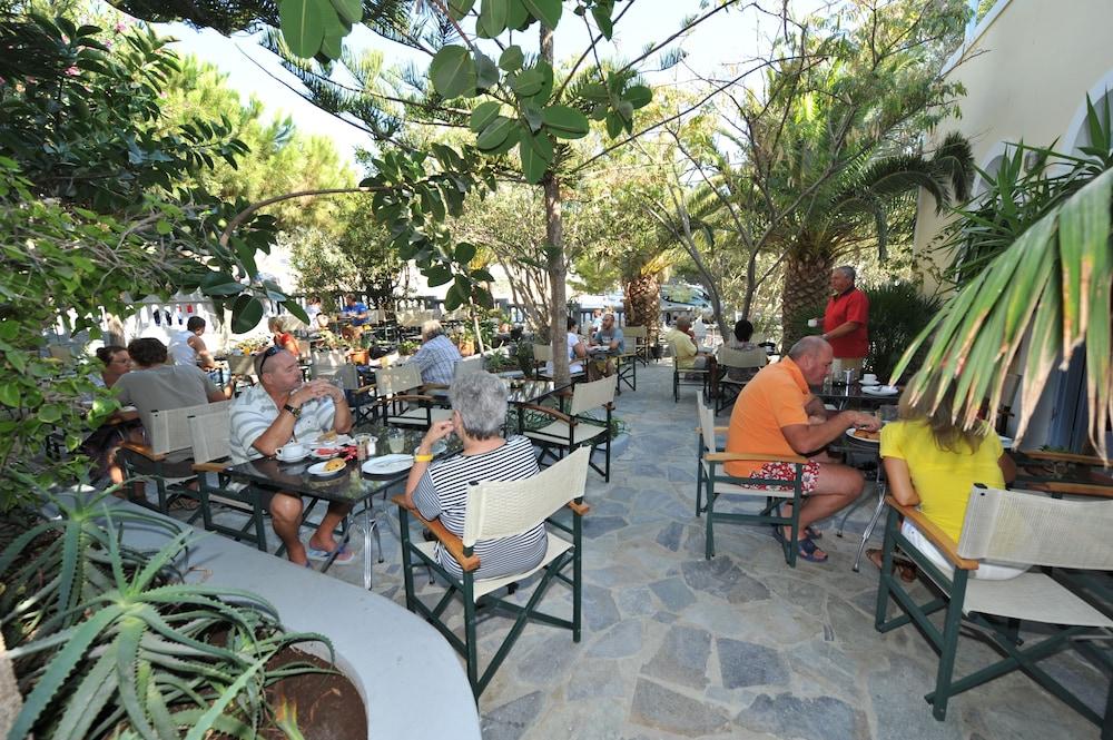 호텔 제피로스(Hotel Zephyros) Hotel Image 82 - Outdoor Dining