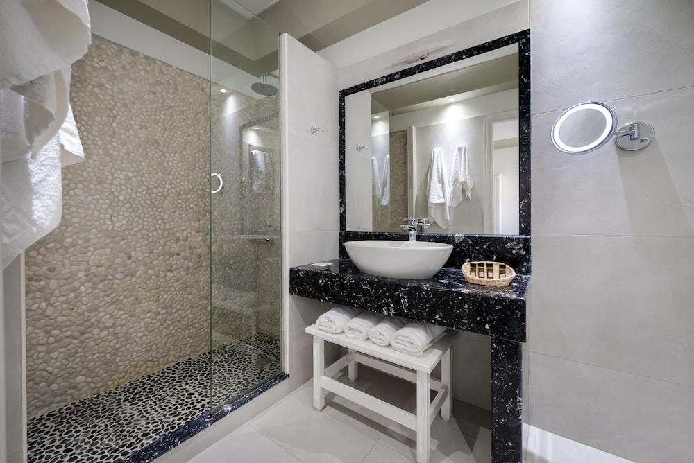 호텔 제피로스(Hotel Zephyros) Hotel Image 49 - Bathroom