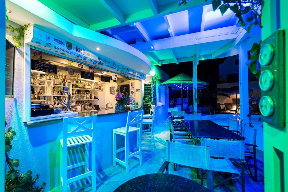 호텔 제피로스(Hotel Zephyros) Hotel Image 77 - Poolside Bar