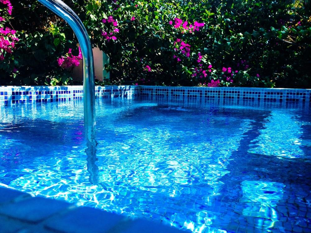 호텔 제피로스(Hotel Zephyros) Hotel Image 59 - Outdoor Pool